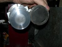 19 - 550 and 750 pistons.JPG